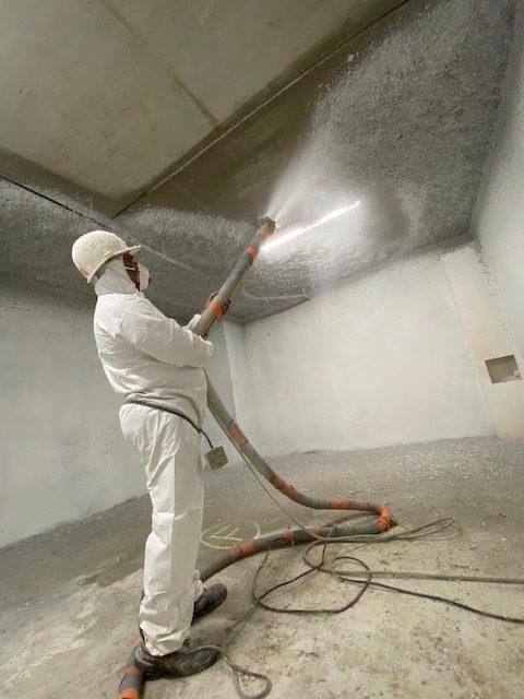 Isolation par flocage thermique d'un bâtiment en Normandie